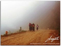 Camino5396 (-Karonte-) Tags: road fog camino offroad native indigenaschiapas indigenouschild niñosindigenas josemanuelarrazate