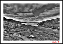 bn (Carlos F1) Tags: sea bw cloud white lake black verde green byn blanco beach water grass rock clouds photoshop lago bay scotland mar highlands high agua nikon rocks dynamic cloudy unitedkingdom united negro scottish kingdom playa escocia bn bahia nubes loch range hdr nube roca rocas reino unido reinounido hierba d300 escoces nuboso photomatix tonemapping tonemap scotlanda rispond
