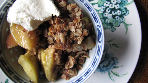 apple passionfruit crumble