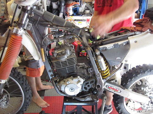 Honda XR 400 Engine Removal (1) - a photo on Flickriver