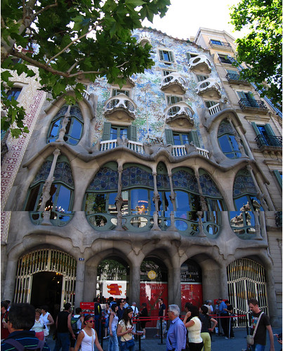 Casa Battlo, stuck together