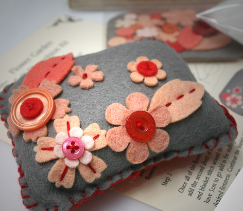 Pincushion kit / Meredith Collins