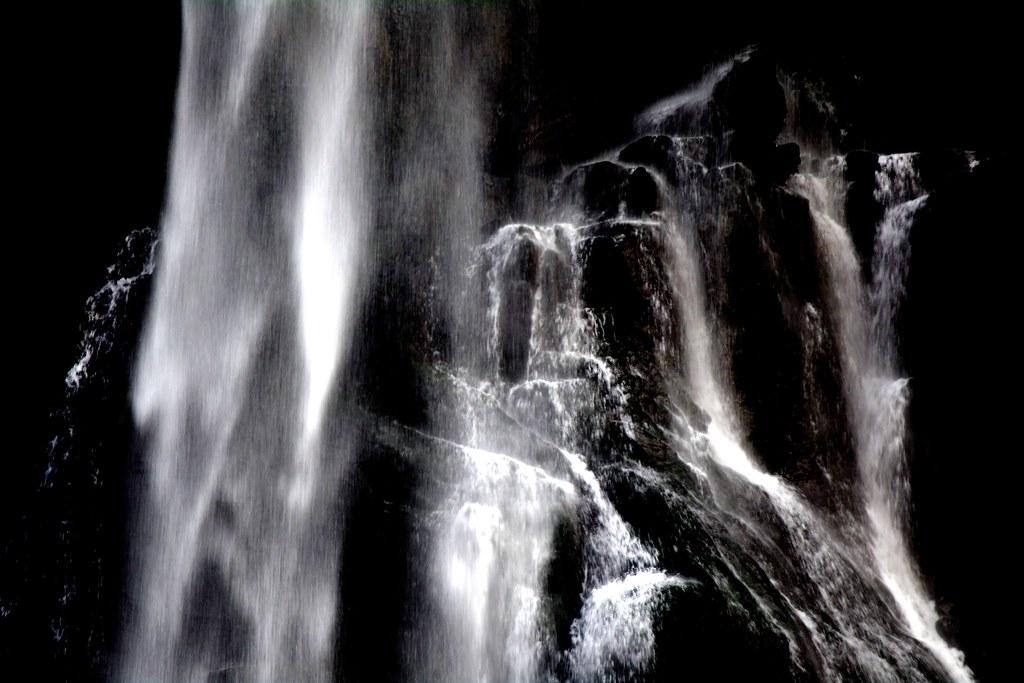 披麻皴。瀑布之黑色氣魄。烏來。