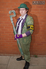 IMG_1789.jpg (Neil Keogh Photography) Tags: gloves tie dccomics theriddler shirt bowlerhat pants tv jacket questionmark videogames film male boots purple batman suit manchestersummerminicon cosplay cosplayer black green glasses comics walkingcane white