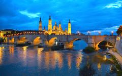 El Pilar y el puente de Piedra sobre  el río Ebro, Zaragoza. (eustoquio.molina) Tags: basilica el pilar puente de piedra zaragoza río ebro hora azul anochecer reflejo