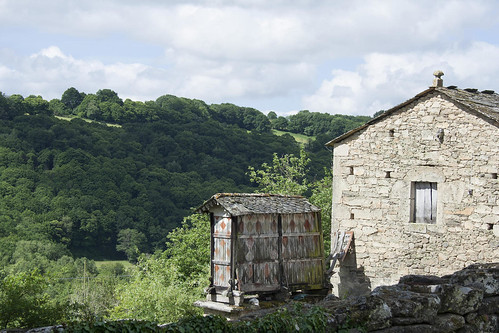 spain-galicia-camino-traditional-barns-horreo-c-dmartin