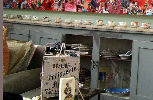 PC062186-2009-12-06-Telephone-Factory-Caryn-Grossman-Object-Collection-Collage-Teacups-Detail