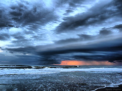 Crepsculo (Agustn Faggiano) Tags: azul atardecer mar photo agua dynamic playa colores cielo nubes olas hdr atlntico oceano espuma colorido