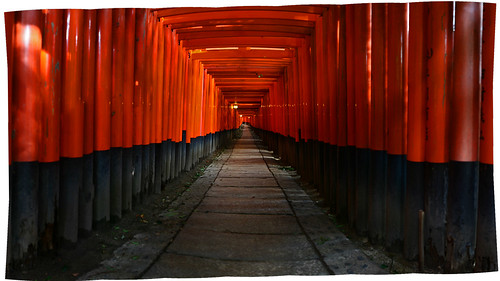 050908_01_Tori_gates