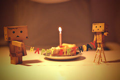 101/365 Die Danbos sagen Happy Birthday / The Danbos saying Happy Birthday (_vonStein) Tags: birthday cake 1982 amazon candle kerze happybirthday 28 365 kuchen danbo project365 revoltech projekt365 danboard