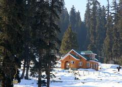 Cottage at Gulmarg (Gps1.) Tags: orange india white snow green cottage skilift kashmir gps jk gulmarg incredibleindia gps1