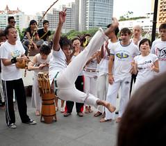 (GenkiGenki) Tags: bridge people 35mm canon eos jump singapore capoeira martialart kick performance clap ef bantus clarkequay redbridge 35l ef35mmf14lusm 5dmarkii 5d2 5dmark2