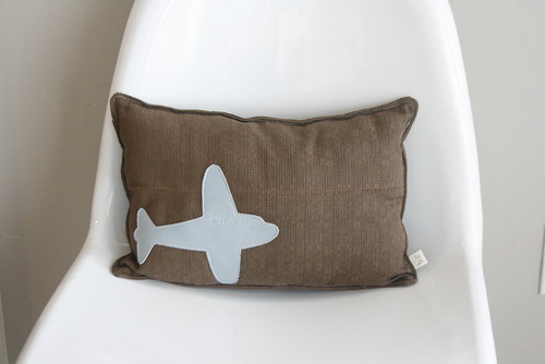 I heart this pillow.