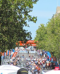 Crowds at the start (cas_ks) Tags: summer cycling bikes adelaide stage6 tourdownunder 2010 tdu