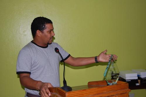 Reynaldo Brito, agradece su premio