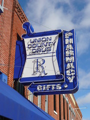 Anna, IL Union County Drugs neon sign (army.arch) Tags: blue anna sign store illinois neon il pharmacy mortar drug arrow pestle