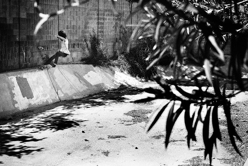 Sergio Mendoza Tailslide Ellio Banks b and w