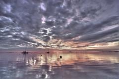 A pie de playa (José Andrés Torregrosa) Tags: sea clouds canon mar barcos playa amanecer cielo nubes cartagena 2010 joseandres losurrutias nohdr 40d tokina1116
