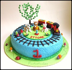 Torta trenino con gattini e cagnolino / Puppy and kittens Tren Cake (Fantasticakes (Ccile)) Tags: dog tree train cat puppies snail kittens toadstool tortasdecoradas bolosartisticos sugarmodelling pastadizucchero tortedecorate cakeforboy