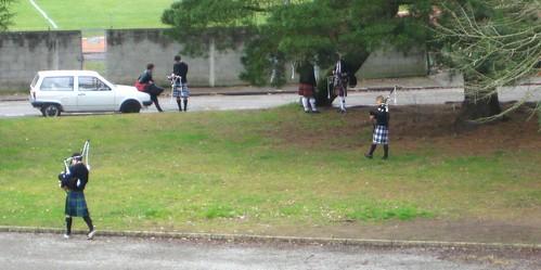 škotai - vyrai su sijonais ir dūdmaišiais