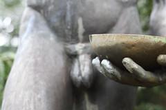 """""""Gieer"""" von Hedwig Jaenischen-Woermann in der Recycling-Woche 02-07 (thmlamp) Tags: berlin wasser outdoor skulptur arboretum indoor treptow gwb krug 1963 schale inoutdoor gieser guessedberlin sptharboretum erikistderbeste gwbclaudialausb quartier25 sptharboretumderhumboldtuniversittzuberlin spthstrase8081 recyclingwoche02 recyclingwoche hedwigjaenischenwoermann recyclingwochen ratenmachtspas"""