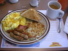 Breakfast at Denny's (CruisAir) Tags: coffee breakfast bacon toast sausage mug dennys scrambledeggs hashbrown americanbreakfast cruisair typicalamericanbreakfast