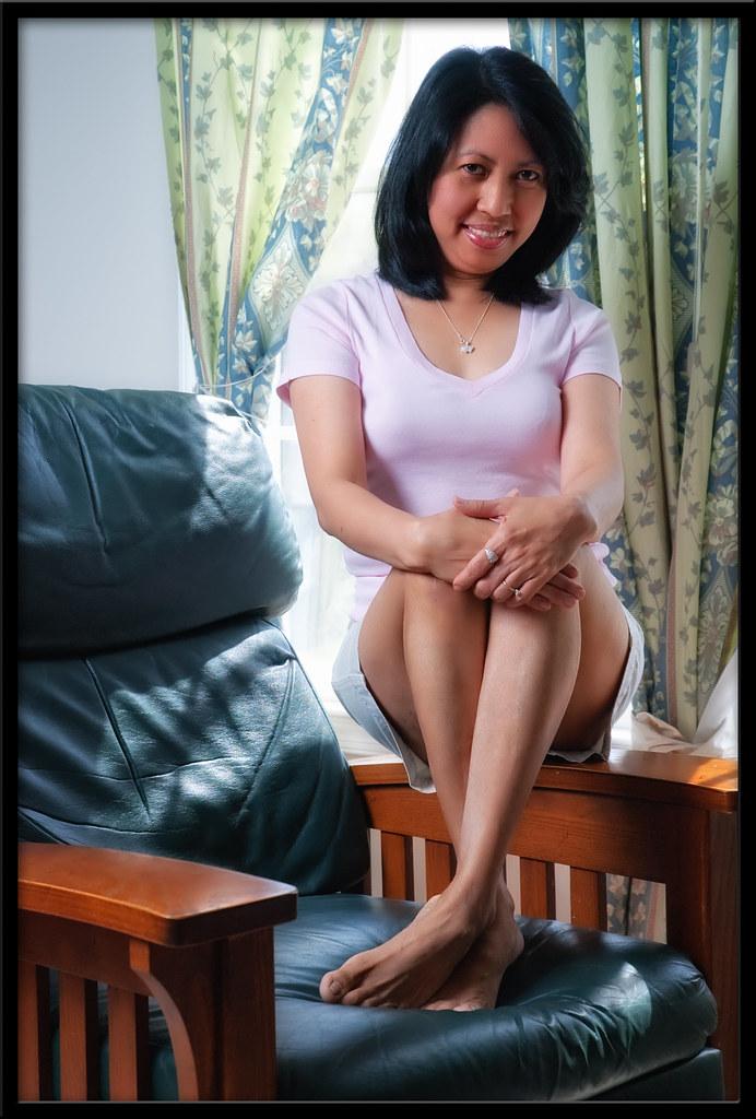 image Pinay mom on the cam nilaro ang matambok nyang pekpek