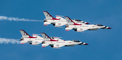 Thunderbirds Double Vision (Warren Parsons) Tags: team power aircraft aviation jets airplanes airshow demonstration f16 entertainment precision thunderbirds airforce usaf teamwork aerobatics coordination fightingfalcon