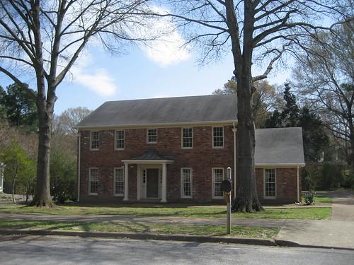 Exterior Front - yard & facade e