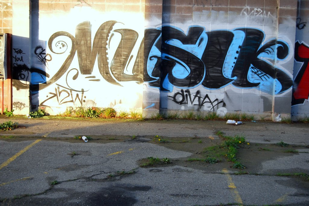 Musik 640 CK graffiti Throw in Oakland, CA.
