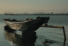 metal banca (Bosso Baron) Tags: water reflections bay aluminum philippines bamboo rizal banca fishpens pililia lagunabay baklad topcatrucker