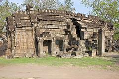 Wat Nokor (Keith Kelly) Tags: stone blocks apsara carvings watnokor angkorbahjay oldnew mixed temple wat buddhist religious sacred ruins inuse khmer cambodian architecture mekongriver city town kompongcham kampongcham cambodia kampuchea southeastasia asia kh