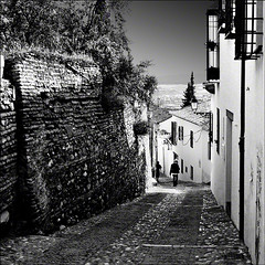 Callejn del Albaicn (fifich@t / Franise / off) Tags: blackandwhite bw square nb ruelle grayscale grenade espagne andalousie greyscale carr andalou copyright squarepicture classicbw formatcarr panasonicdmclx2 absoluteblackandwhite alwaysexc alwaysexcellent blackisthecolour artistoftheyearlevel4 lightroomps fifichat1 frs fificht frs