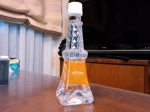 おみやげは東京タワー型ミネラルウォーター、300円也。