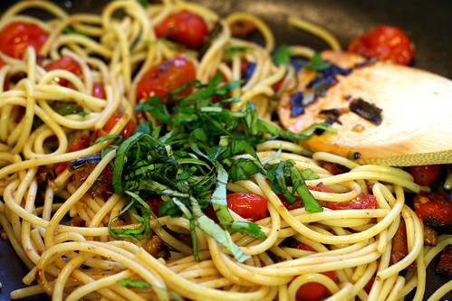 pasta with bacon, tomato, and spring onions