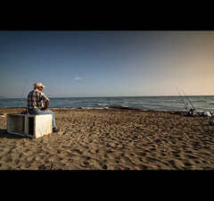 sitting on a fridge  [ss7 IV project] () Tags: sea mare confine tokina pesca outlet canna inizio omert inquinamento abbandono seduto frigorifero confini garigliano minturno sessaaurunca 1116mm domitiana vincenzopapa focedelgarigliano ss7quater