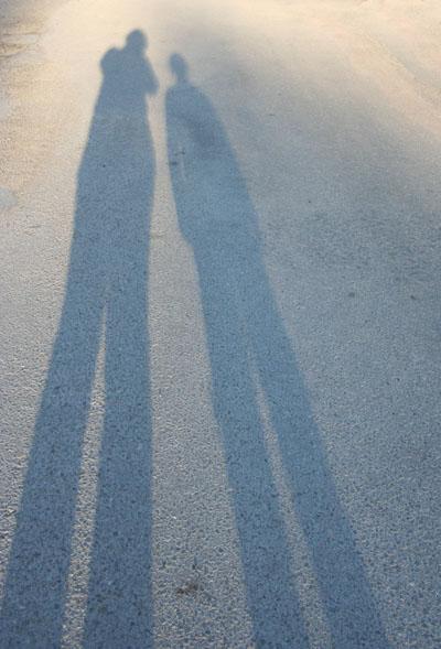 Jag och Elina på långpromenad.