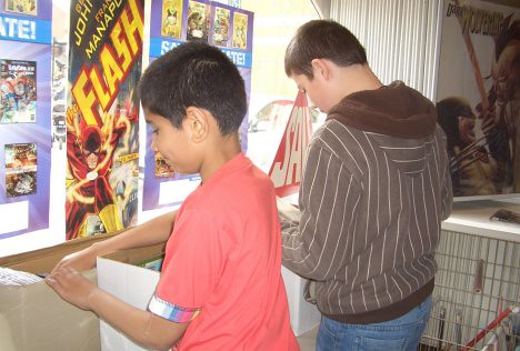 Kids looking through FCBD packs