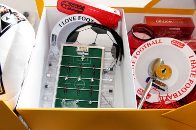 Love-Hate football box 8290 R