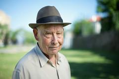 [フリー画像] 人物, 老人・高齢者, おじいちゃん・おじいさん, 帽子・キャップ, ポルトガル人, 201005260500