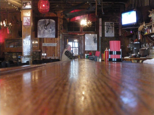 Saloon, Groveland