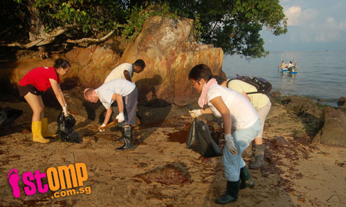 Good job, volunteers, for cleaning up oil slicks on Pulau Ubin