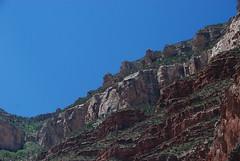 Grand Canyon vu d'en bas (Yasur.sur.Flickr) Tags: blue summer arizona sky usa green nationalpark grandcanyon vert bleu ciel heat t escarpment chaleur escarpement parcnational angelstrail