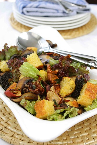 Wild Mushroom & Cornbread Panzanella Salad Recipe
