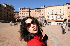 Piazza del Campo (thirtyoneteeth) Tags: alexis italy sienna piazzadelcampo flybutter
