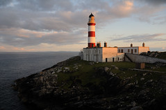 Eilean Glas lighthouse at sunset, Scalpay, Harris, Scotland (iancowe) Tags: light sunset lighthouse evening scotland scottish harris minch eilean glas hebrides outerhebrides eileanglas littleminch wbnawgbsct