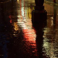 Le rouge sur le trottoir : Nuit, aube? Qui sait,  et le feu  rouge  de la vie  coule dans le veins (Paolo Pizzimenti) Tags: paris rouge paolo lumire pluie olympus jour hasselblad nuit trottoir projet urbaine aube hymne