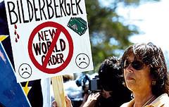 Centenas de ativistas se  reuniram em Sitges para portestar contra a reunião