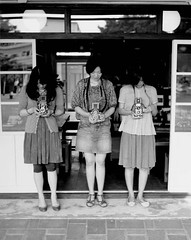 TLR Girls (Hs7th) Tags: portrait people bw japan tokyo cafe 120film  6x7 ht kodak400tmy 123bw girlwithcamera autaut tutujigaoka koniomegarapid100 superomegon90mmf35