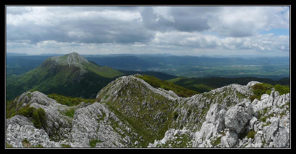 Aratz y llanura alavesa desde Aizgorri